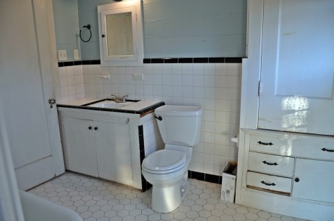 Before: 1950's Black and White Tile Scheme